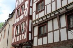 4) Links unser Haus von der Alten Römerstraße aus gesehen