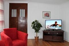 8) Wohnzimmer