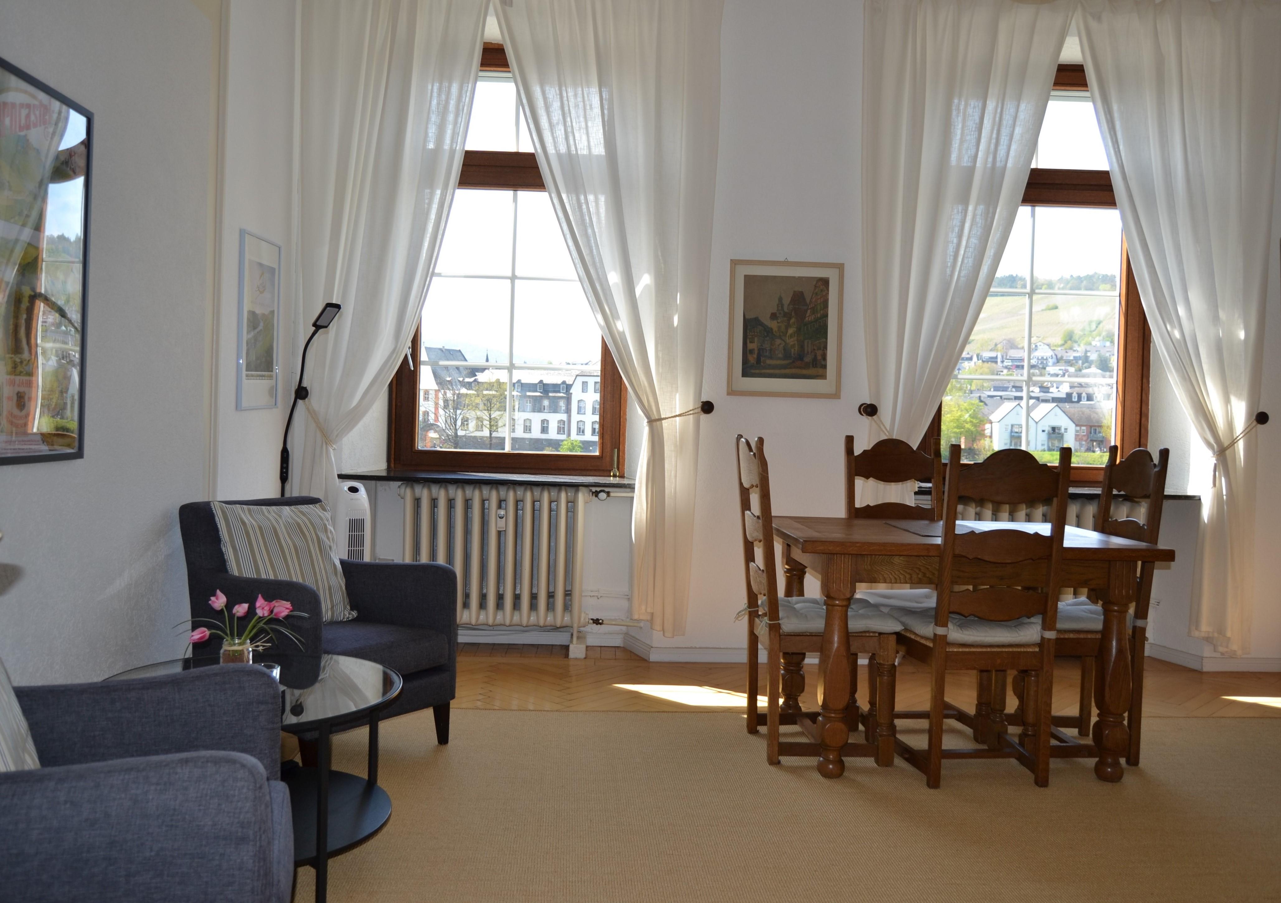 FeWo Mosel - Küche u. Wohnbereich (1)