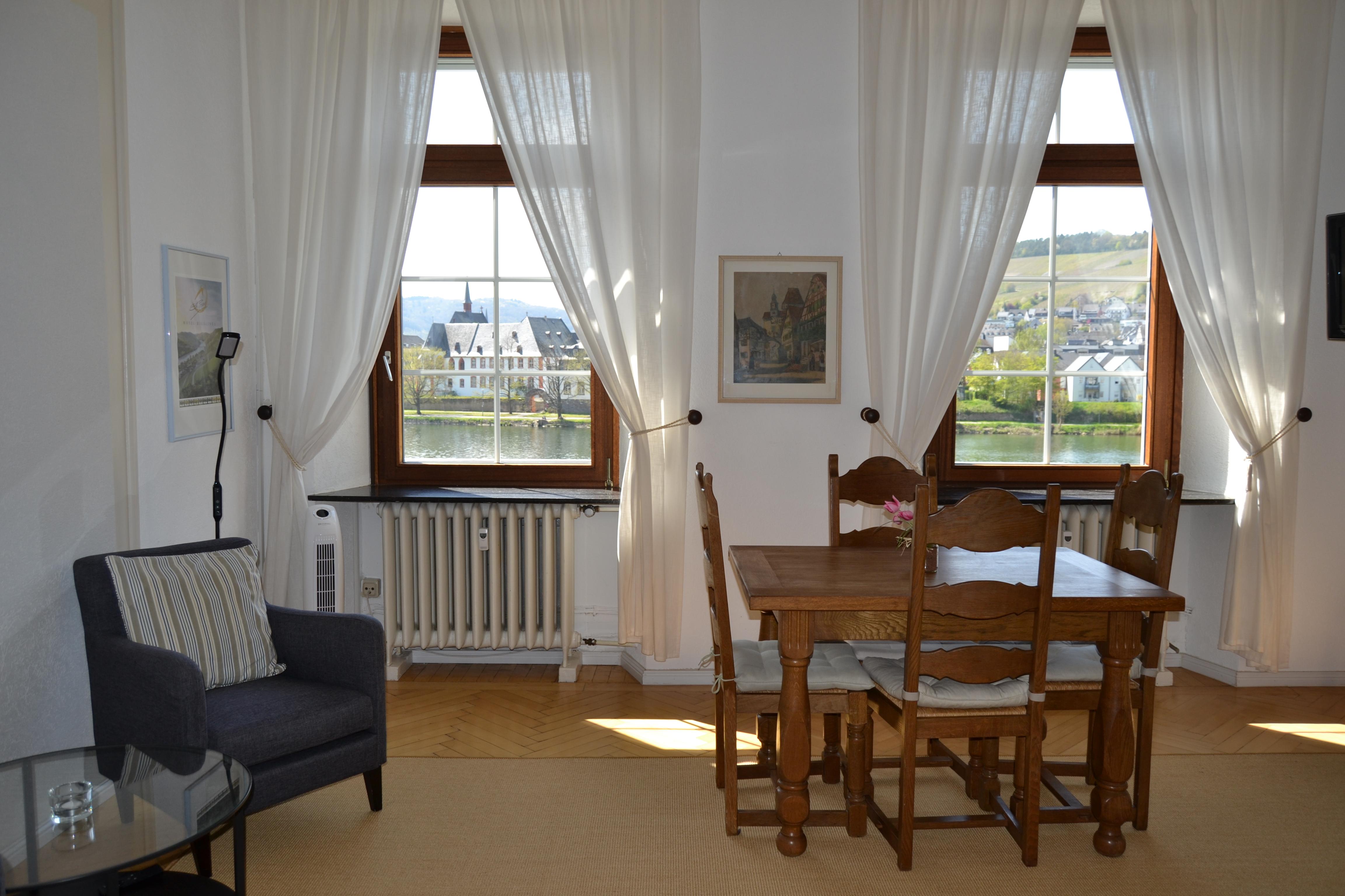 FeWo Mosel - Küche u. Wohnbereich (5)