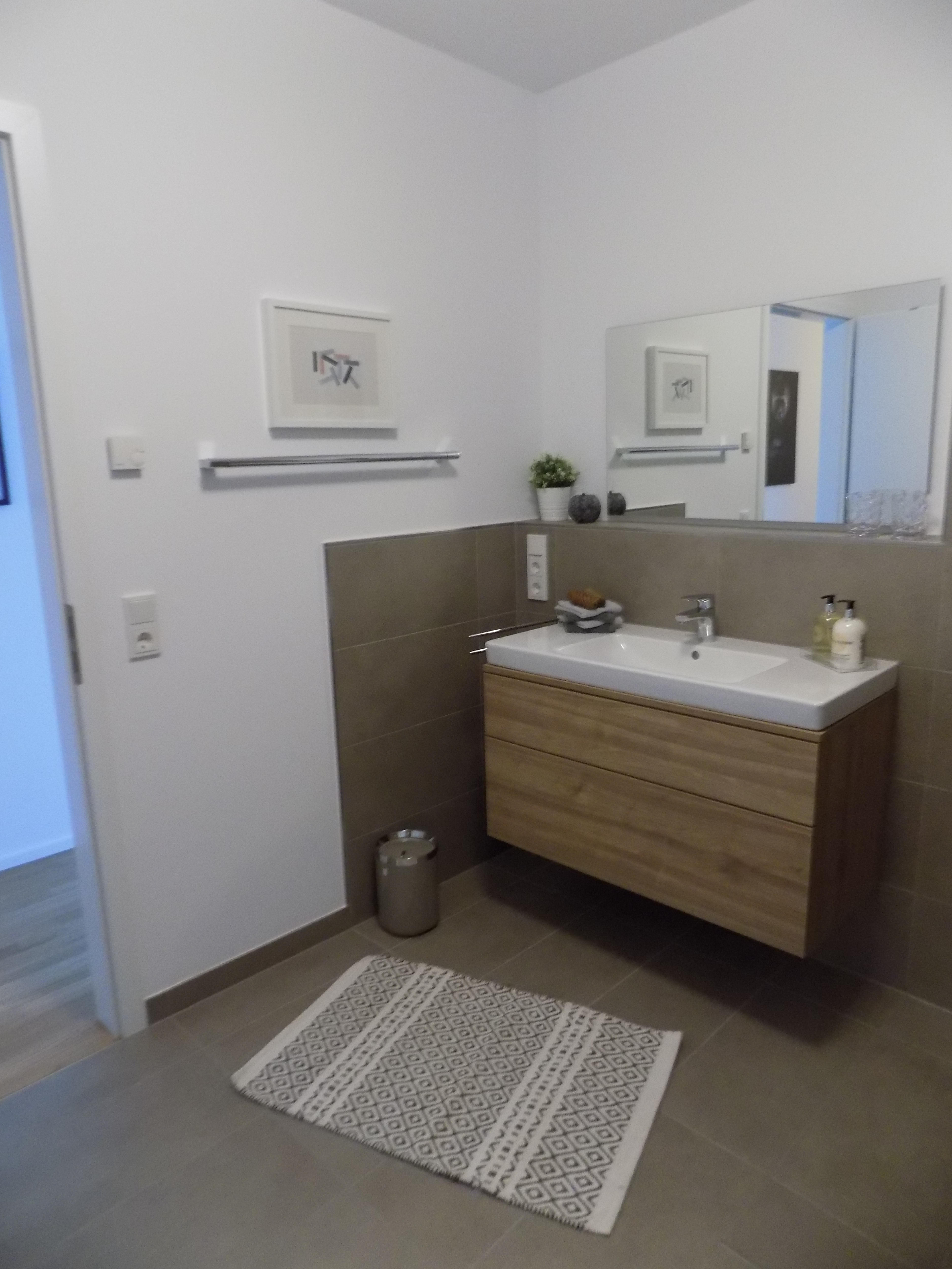 2 Schlafzimmer 1 Wohn  / Esszimmer Mit Offener Küche 1 Bad Mit Ebenerdiger  Dusche 1 Gäste WC 1 Abstellraum 1 Terrasse